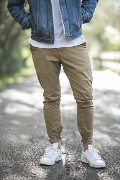 man light chinos white trainers